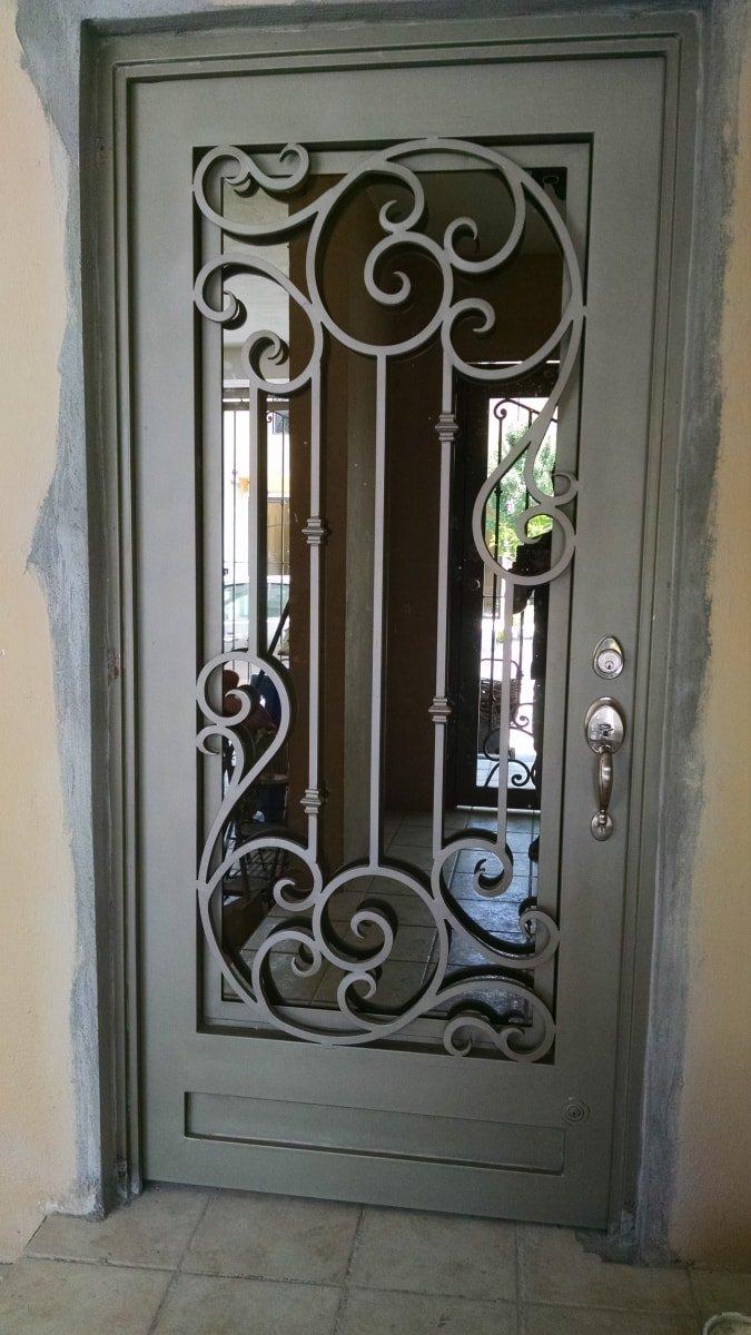 Fabricantes de puertas de herreria artistica y ventanas en for Puertas de metal con vidrio modernas
